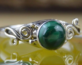 Round malachite and sterling silver ring size 8