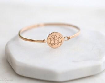 Custom Engraved Disc Monogram Bangle – Engraved Monogram Bracelet – Engraved Monogram jewelry - Wedding gift – Bridesmaid gift - Christmas