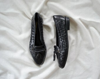 black leather loafers | woven leather flats | black leather flats | black tassel loafers | size 7 loafers