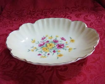 Vintage jewelry dish with flowers. Soap dish.