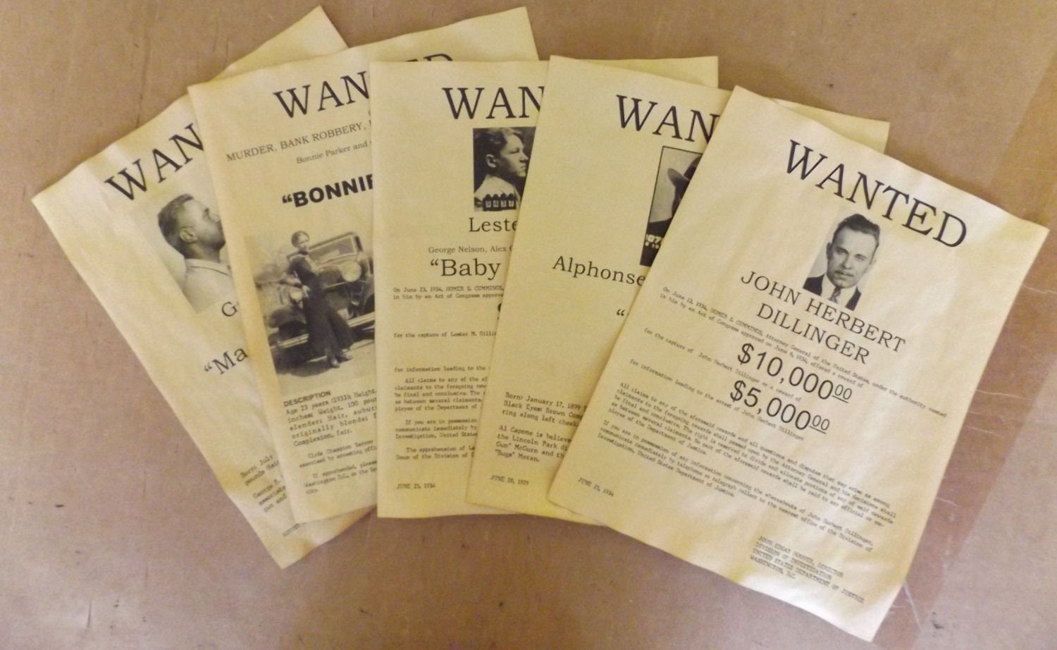 Set of 5 Gangster Wanted Posters Bonnie & Clyde Al Capone