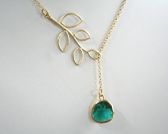Gold Leaf and Emerald Necklace.Gold Lariat. 5 Leaves Lariat.Leaf Necklace.Leaves Necklace.Bridesmaids.Bridal Jewelry.Bridesmaid Gift.Wedding