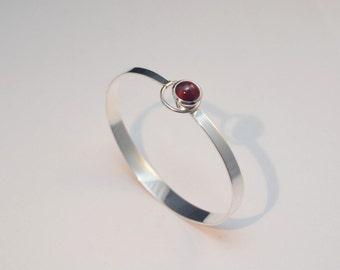60's style tension-closing bangle