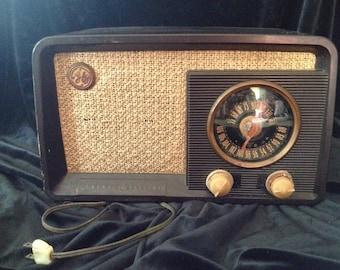 Vintage 1940s Working General Electric Radio