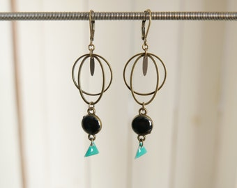 Earrings in antique brass and black epoxy