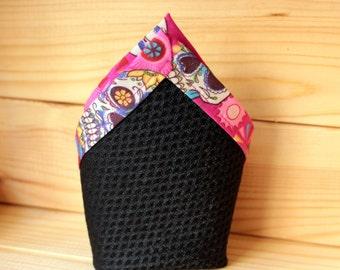 Pañuelo de bolsillo - Pink skulls. Pañuelo de bolsillo hecho a mano con tela de algodón de gran calidad.
