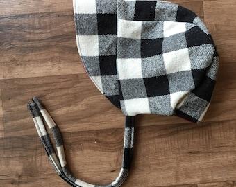 White plaid winter bonnet || Winter bonnet || Baby bonnet || Toddler bonnet || Sun bonnet || Floral bonnet || Brimmed bonnet ||Reversible bo