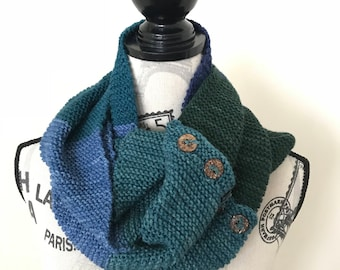 Wool infinity scarf with buttons