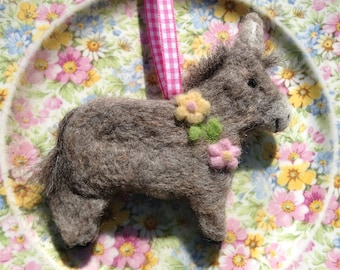 Moms Day Gift - Needle Felted Donkey Decoration - Easter Gift - Pet Mom - Gifts For Mom - Mothers Day Gift - Gifts For Her - Flower Garland