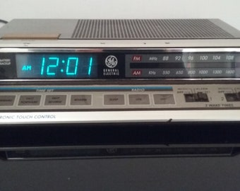 Vintage General Electric - AM/FM Alarm Clock Radio