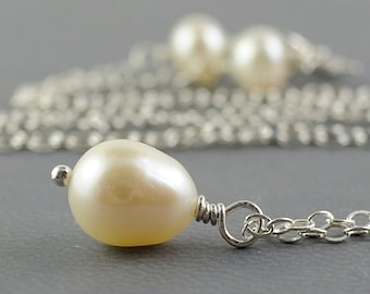 Single Pearl Necklace Bridesmaid Necklace.  June Birthstone Necklace. Freshwater Pearl and Sterling Silver Chain . Small Pearl Necklace