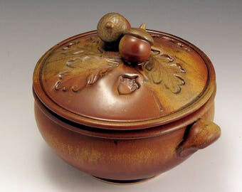 Hand-Thrown, Stoneware, 2 Quart, Acorn-Topped Casserole, John Bauman SHIPPING INCLUDED