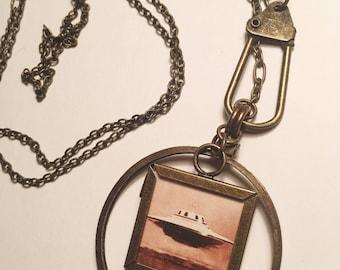 Geometric framed flying saucer pendant necklace