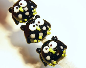 One (1) Lampwork Glass Owl Bead: Black with White Spots -- Lot UU