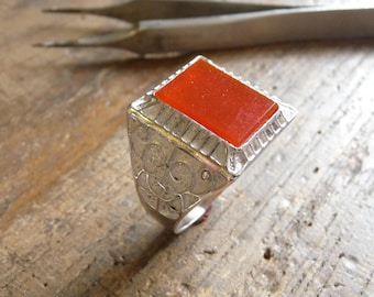 Silver pattern ring with red Agate arabesque