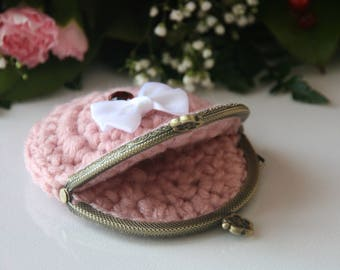 Elegant crochet bow wallet
