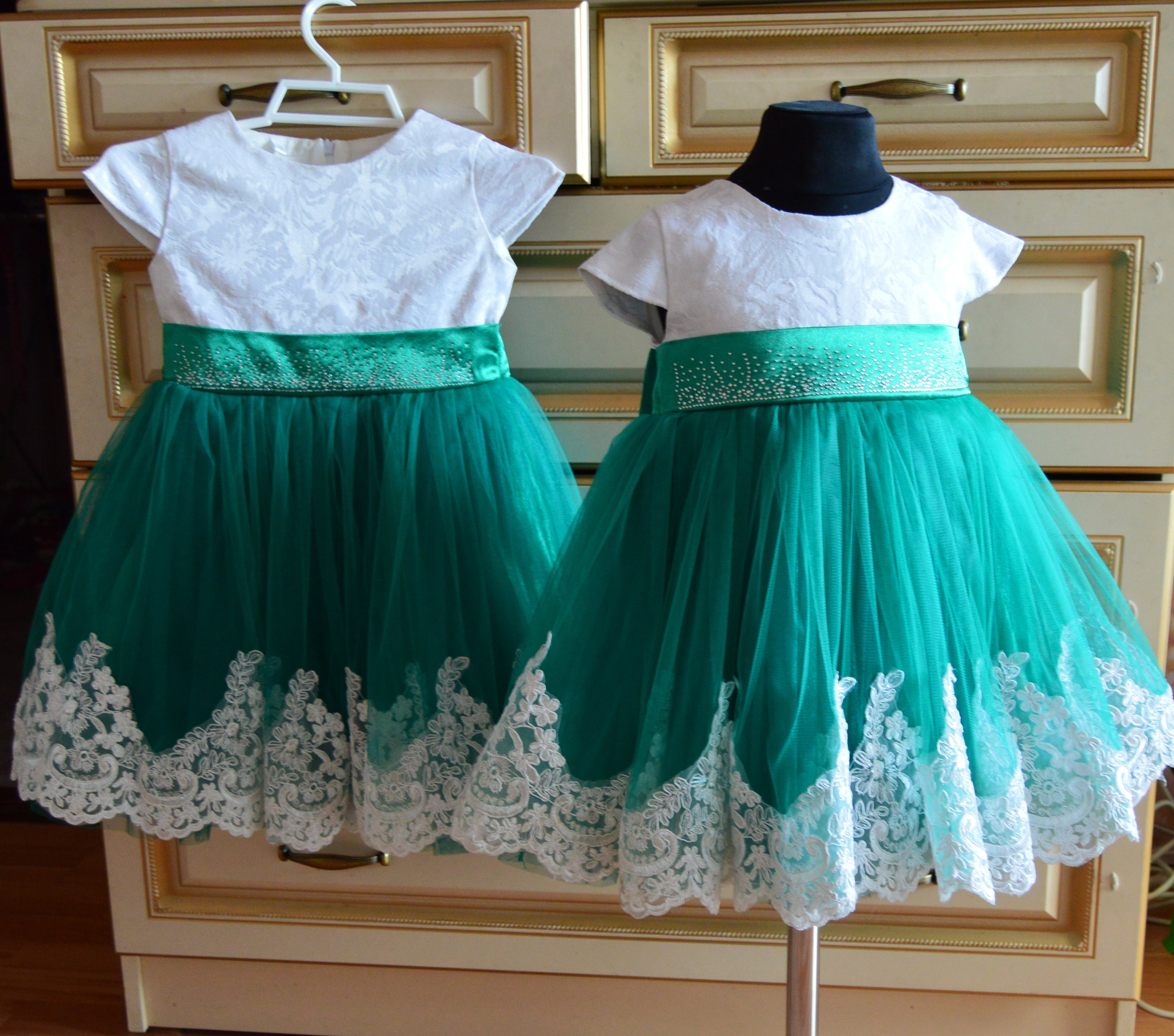 Girls Christmas DressGreen Holiday DressEmerald Green Girl