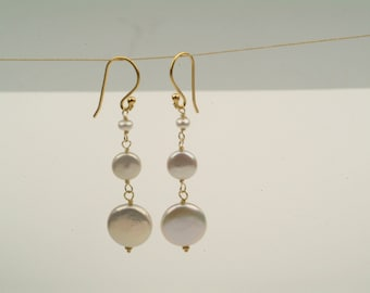 Pearl and 18kt gold earrings