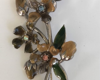 Vintage bouquet of flowers brooch