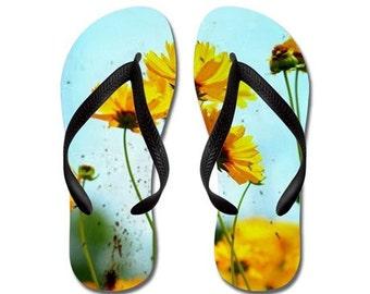 Tongs - vieillis, jaunes fleurs de pavot, photographie de la Nature - RDelean, Girlie, Girly, pour elle,