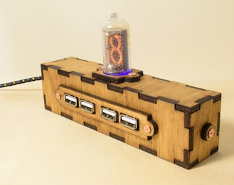 Wooden Nixie USB 2.0 Hub - Steampunk / Industrial Style - School gift - Christmas Gift