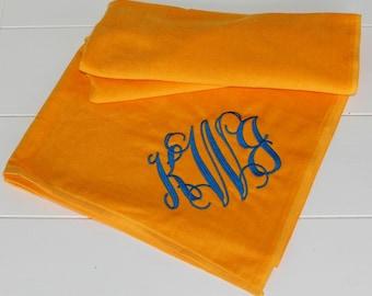 Large Beach Towel Intertwined Monogram Font