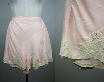 1940s Rayon Tap Pants / 40s Knickers / Pink Tap Panties / Size Medium / S M / 1940s Lingerie / Lace Hem