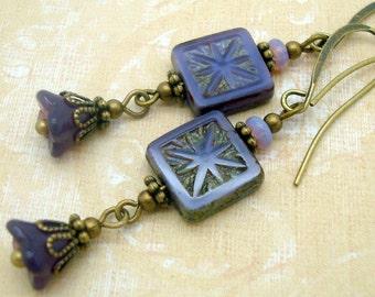 Long - ish fleur violet boucles d'oreilles dans le Style Bohème bijoux