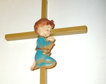 Wall hanging Cross Little boy Kneeling to pray,Plaque ,1970's intage Old hard Light Avocdo colored Plastic