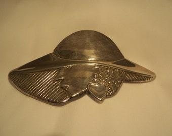 925 Lady With Big Hat Brooch