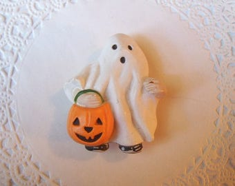 Ghost magnet (816) - Halloween magnet - Halloween Ghost - Trick or Treat - refrigerator magnet - repurposed jewelry