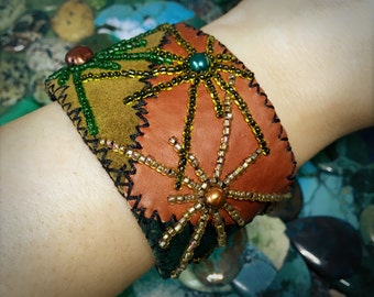 Leather cuff bracelet with bead embroidered pearl stars - Adjustable artisan cuff bracelet