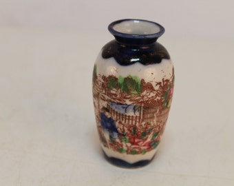 Vintage porcelan vase with beautiful figures