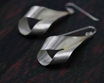 Twisted silver strip handmade earrings with etched surface (E0186)