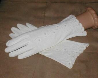 GORGEOUS  Vintage 1940's White Cotton Beaded Gloves