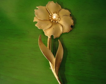 Vintage 1960s Matte Gold Flower Pendant with Pearl