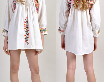 vintage bohemian Mexican embroidered mini dress       H13