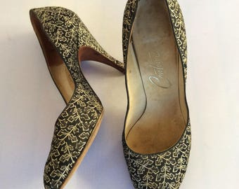 1950s black stiletto pumps with gold embroidered leaf pattern - SZ 7-7.5