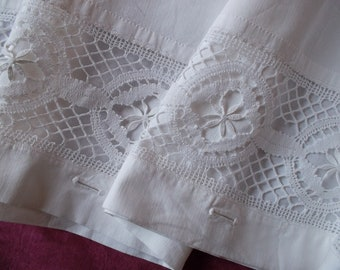 Beautiful foot/bed cover quilt buttonhole with lace