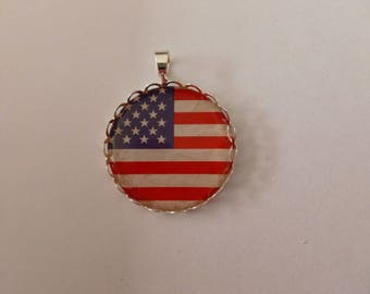 "Pendant with scalloped lace edged raw brass ""usa flag"""