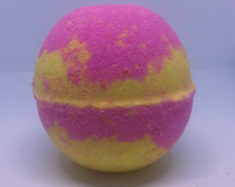 Strawberry Lemonade Bath Bomb