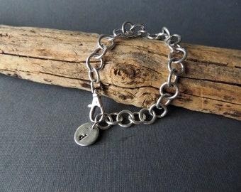 Bracelet à maillons chaîne argent Sterling à la main, personnalisé bijoux, breloques en argent fait à la main, bijoux artisanaux, Layering Bracelet, breloque initiale