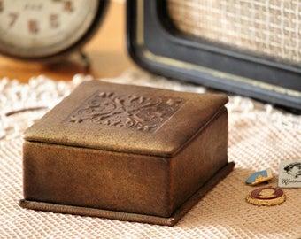 Keepsake Leather Box - Engraved Leather Jewelry Box - Vintage Jewelry Box - Old Leather Trinket Box - Memory Box - Girlfriend Gift