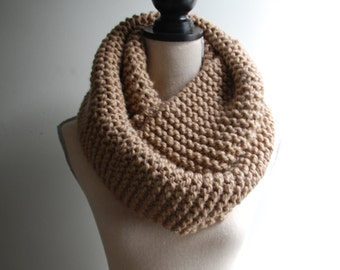 Chunky Knit Infinity Scarf in Beige, Oversized Infinity Scarf, Chunky Knit Cowl in Tan