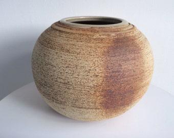 Isabel Perez Judge Studio Pottery Round Vase