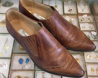 Vintage 80s Brown leather ankle booties  Size 8 (may fit size 7 1/2) by Guess By Georges Marciano Made in Spain