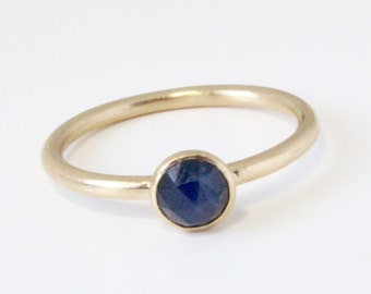 Rose Cut Blue Sapphire and 14k Yellow Gold ring - size 6