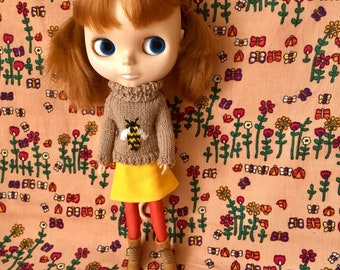 Brown Blythe Doll Buzzy Bee Set