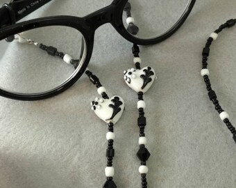 Sophisticated Heart Eyeglasses or Reading Glasses Chain in Blacks and Whites.