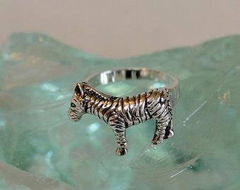Vintage Sterling Silver 925 Wildlife Animal Zebra Ring.. Cute! Size 8.25 (#28)